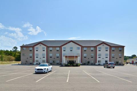 Welcome To The Hiway Inn Express Hotel Suites Of Broken Bow A Just Across Choctaw